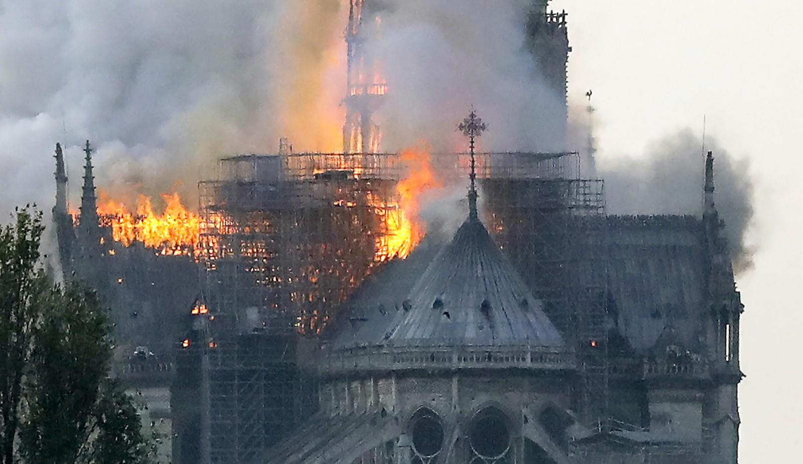 Resultado de imagem para Incêndio atinge Catedral de Notre-Dame em Paris