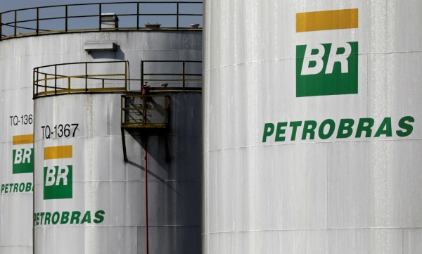 """Resultado de imagem para Petrobras eleva em 4% preço da gasolina nas refinarias"""""""